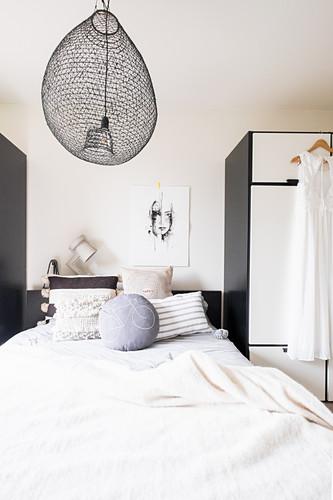 Bed between two wardrobes in bedroom