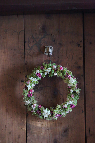 Wreath of lichen, moss, edelweiss, pink pussytoes and pinks