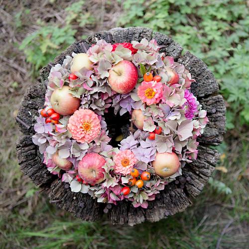Late-summer wreath of hydrangeas, zinnias and apples