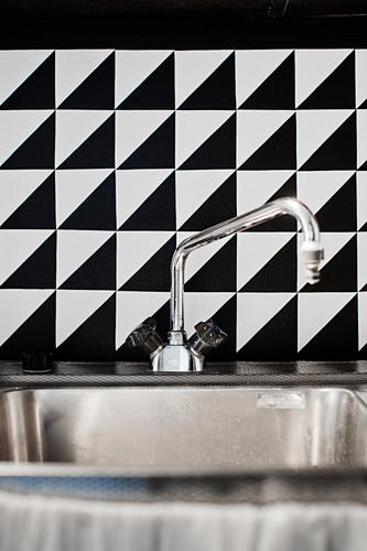 DIY, black-and-white splashback behind sink