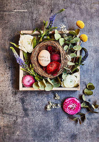Easter arrangement with flowers