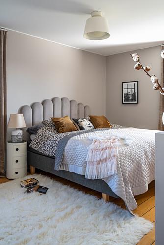 Elegant, Bohemian bedroom in grey and white
