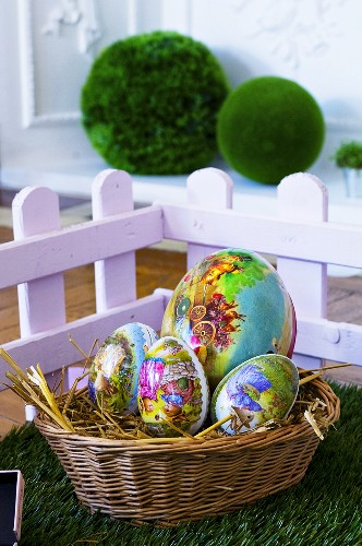 Egg-shaped gift boxes with Easter motifs