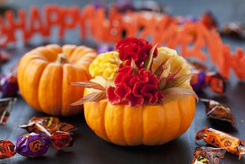 Pumpkins, sweets and Happy Halloween garland