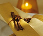 Napkins with napkin rings of cinnamon sticks & star anise