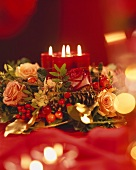 Advent arrangement: roses, gold threads and burning candles