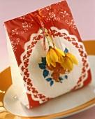 Hübsch verzierte Papiertüte (für Muffins oder Food-Geschenke)