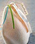 Eierwärmer mit Namensschildchen