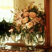 Blumenstrauss mit Rosen und Lilien