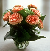 Bouquet of salmon-pink roses