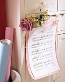 Sheet music for 'Rote Rosen' as Valentine's Day decoration