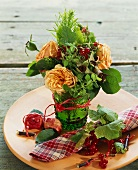 Small bouquet of roses with redcurrants