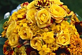 Small bouquet of yellow roses, Coreopsis, Gaillardia