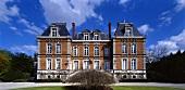 Dramatischer Himmel über altem Adelssitz - Chateau Pol Roger in Epernay, Marne, Frankreich