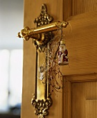 Door handle with Father Christmas, angel's hair & Euphorbia
