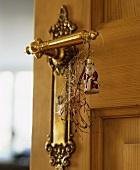 Door handle with Father Christmas, angel's hair & Euphorbia