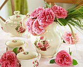 Romantic teapot with pink roses