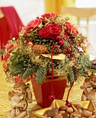 Roses with gold glitter, box, Noble fir etc.