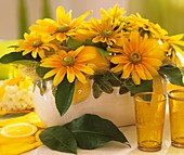 Table decoration with Heliopsis and lemons