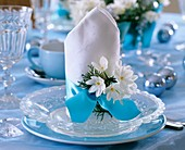 Christmas place-setting with Tazetta narcissi