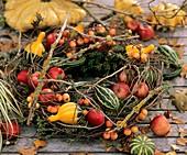 Table wreath of apples, ornamental apples & ornamental gourds