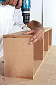 Hängeschrank selber bauen (mit Akkuschrauber zusammenschrauben)