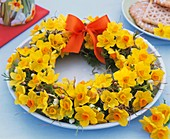Spring wreath (of narcissi, hay and twigs)