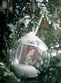 Eine Christbaumkugel