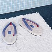 Flipflops auf der Badematte