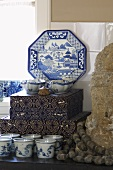 Delft porcelain with an oriental motif, a cutlery box and decorative items