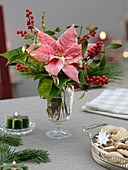 Christmas flower arrangement (table decoration)