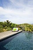 Designer lounger by swimming pool (Villa Nalu, Southern France)