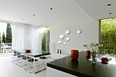 Dining room in Villa Bamboo, Southern France