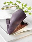 Napkin folding design: 'Neck tie'