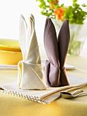 Napkin folding design: 'Easter Bunny'
