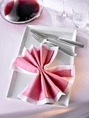 Napkin folding design: 'Bow'