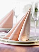 Napkin folding design: 'Three-fold Tafelspitz'