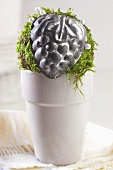 Christmas decoration with moss and mini baking tins