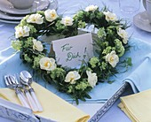 Heart-shaped flower wreath with card: For you (in German)