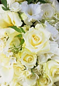 White summer bouquet of roses and lisianthus