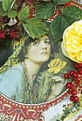 Bemalte Dose mit Rosen und Beeren dekoriert