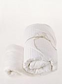 Handtuch eingewickelt und zusammengebunden