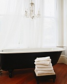A free-standing bath