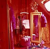 Roter Ankleideraum