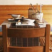 Ein gedeckter asiatischer Tisch