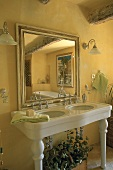 A country-house style wash basin