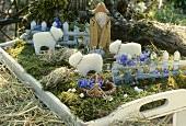 Frühlingsdeko: Miniaturwiese mit Schafen und Schäfersfigur