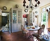 Breakfast room in Château de la Verrerie (France)