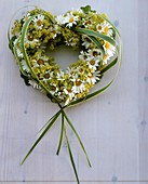 Heart-shaped wreath of oxeye daisies and lady's mantle