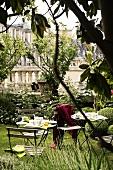 A coffee break in a garden